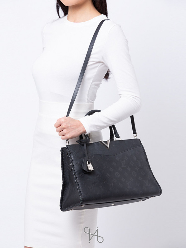 LOUIS VUITTON Monogram Cuir Plume Very MM Black