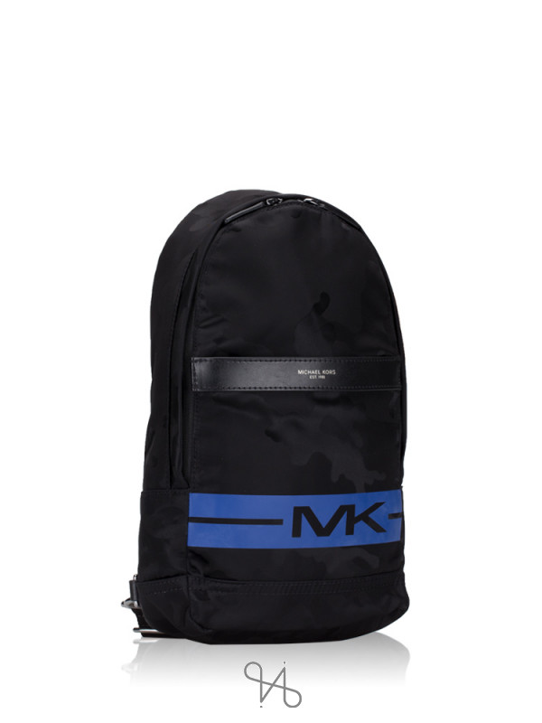 MICHAEL KORS Men Kent Nylon Sling Pack Black Sapphire